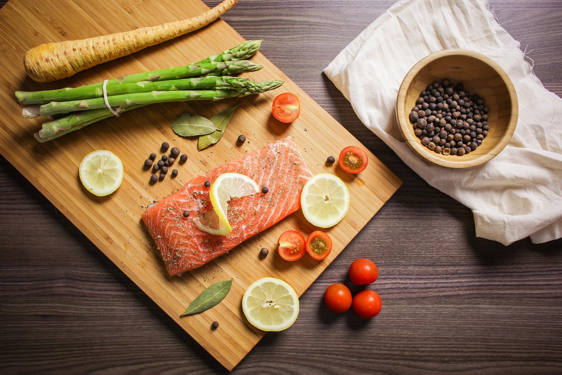 Zalm kan je ook vinden binnen het keto dieet. Zalm zit ook boordevol goede en gezonde vetten.