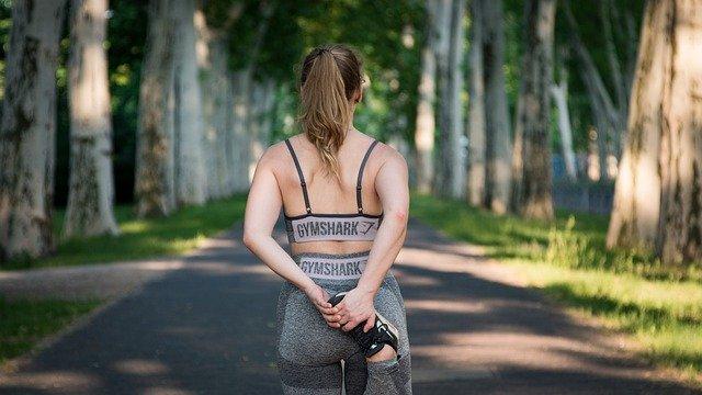 Sporten stimuleert de aanmaak van dopamine en endorfine, de feel-good/gelukshormonen in je lichaam